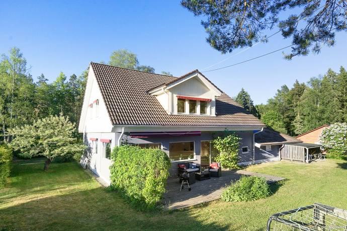 Bild: 186 m² villa på Uddbyvägen 32, Tyresö kommun Trollbäcken