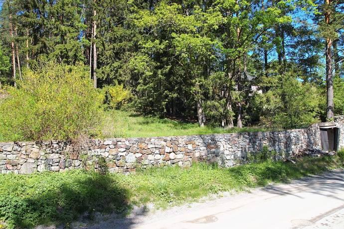 Bild: tomt på Gamla Stockholmsvägen 222a, Huddinge kommun Glömsta