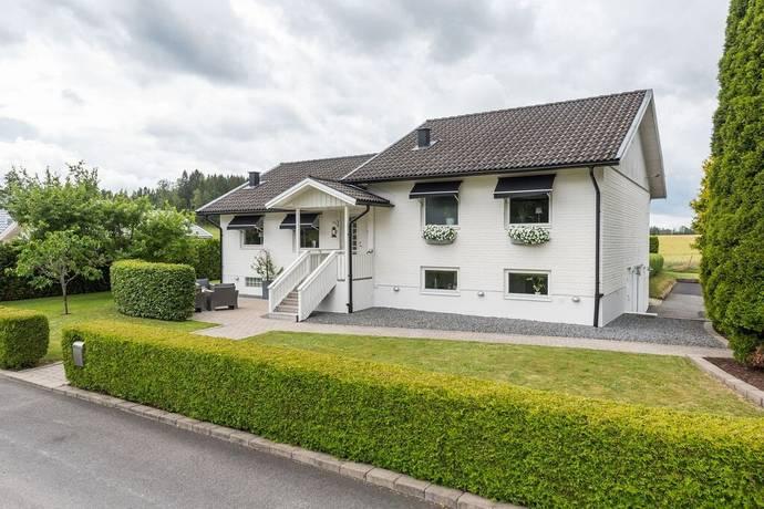 Bild: 5 rum villa på Slättgatan 6, Marks kommun SKENE