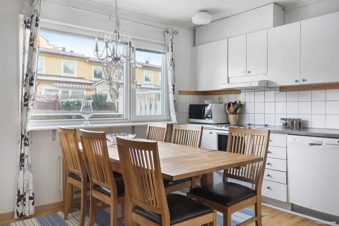 Bild: 4 rum radhus på Tuvvägen 54, Haninge kommun Södra Handen Slätmossen