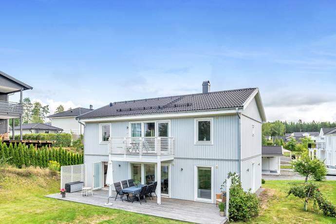 Bild: 6 rum villa på Holmfrids väg 13, Täby kommun Trädgårdsstaden - Täby kyrkby