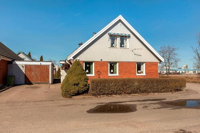 Bild: 6 rum villa på Vretlundavägen 68, Köpings kommun