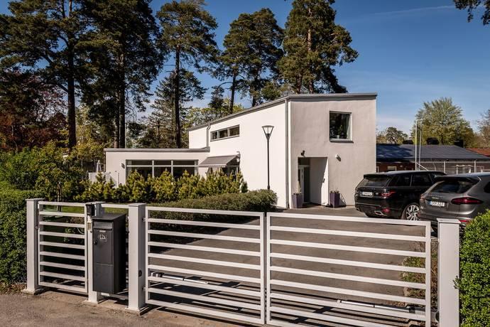Bild: 5 rum villa på Emblavägen 12A, Danderyds kommun Djursholm