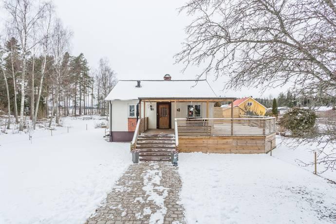 Bild: 3 rum villa på Eriksgatan  3, Arboga kommun Medåker