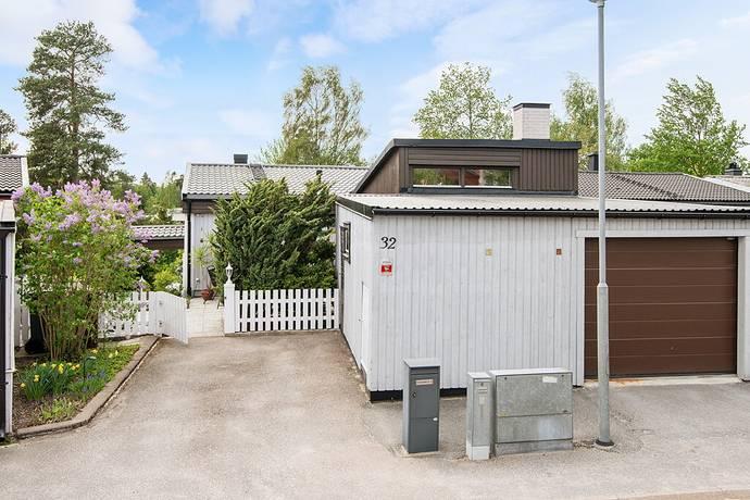 Bild: 6 rum villa på Spinnarevägen 32, Upplands Väsby kommun Fresta