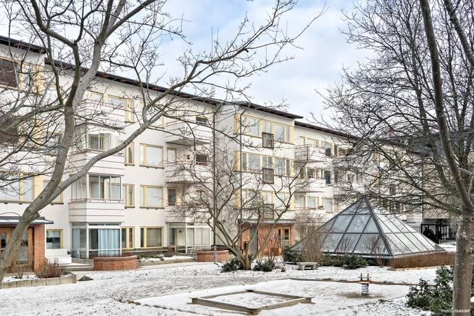 Bild: 2 rum bostadsrätt på Tumba Torg 106, 3 tr, Botkyrka kommun Tumba Centrum
