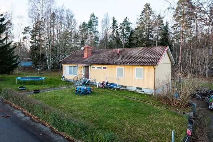 Bild: 5 rum villa på Furuvägen 26, Tingsryds kommun Linneryd