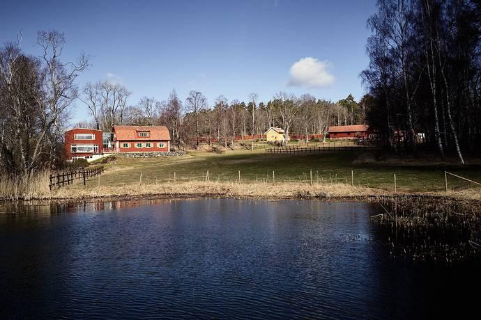 Bild: 13 rum villa på Listuddsvägen 101, Stockholms kommun Skarpnäck