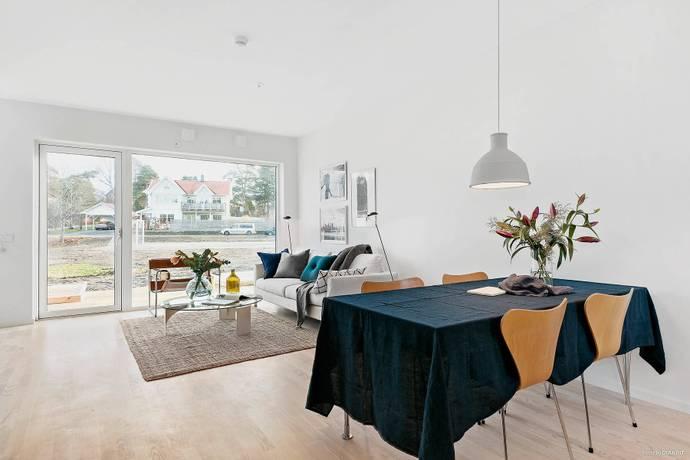 Bild: 4 rum radhus på Sällhetsvägen 24, Stockholms kommun Hässelby Norra Villastad