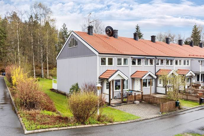 Bild: 5 rum villa på Lingonvägen 36B, Lerums kommun Floda - Uddared
