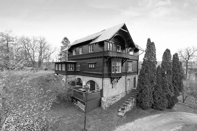 Bild: 12 rum villa på Nonnens väg 8, Uddevalla kommun Centralt