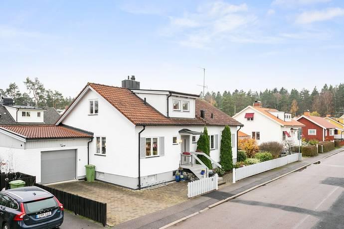 Bild: 6 rum villa på Skogsfridsgatan 18, Linköpings kommun VALLA