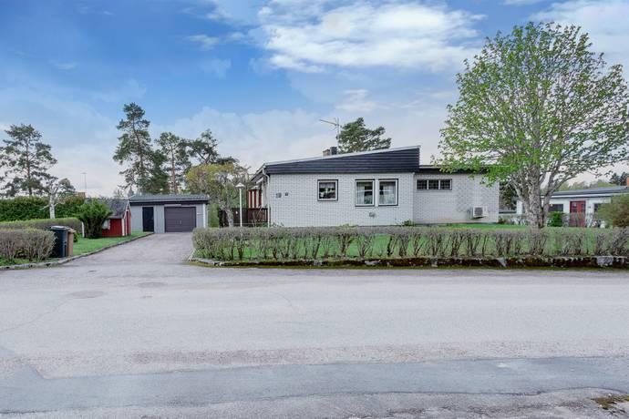 Bild: 4 rum villa på Bergsgatan 19, Heby kommun Östervåla