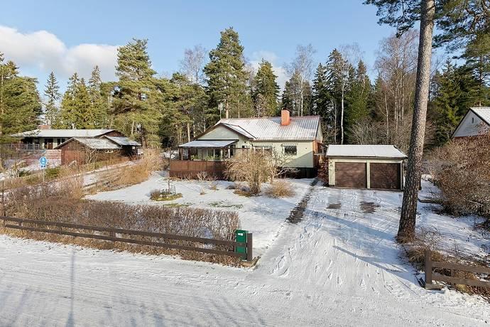 Bild: 6 rum villa på Törevägen 15, Knivsta kommun Centralt