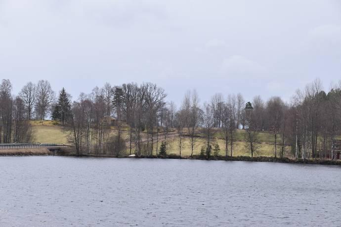 Bild: gård/skog, Gislaveds kommun
