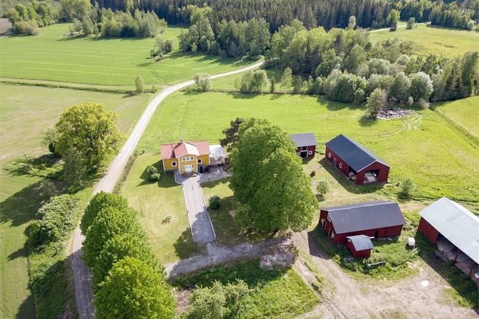 Bild: 5 rum gård/skog på Klasbo 103, Heby kommun Jugansbo