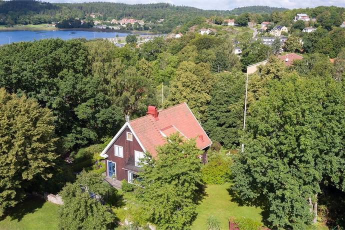 Bild: 9 rum villa på Villa Ekhamra, Nedre Allén 3, Uddevalla kommun Ljungskile