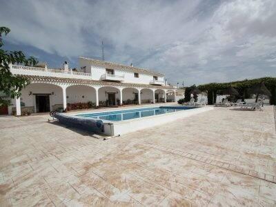 Bild: 10 rum villa på Villa i El Margen, Spanien El Margen