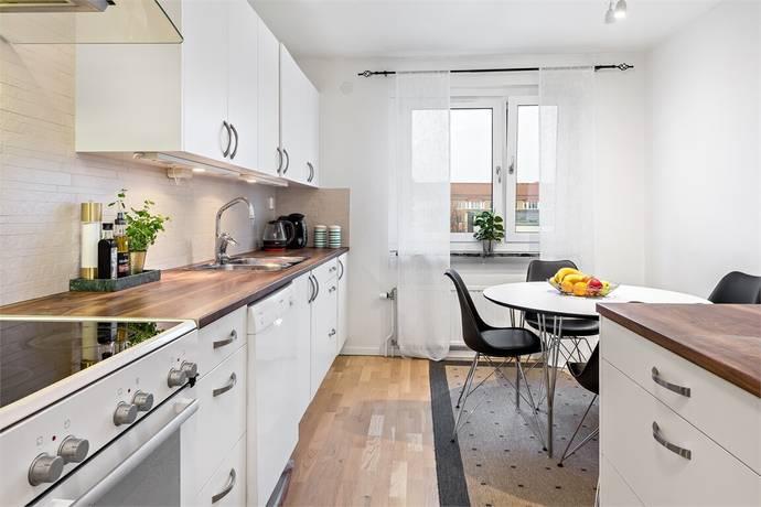 Bild: 2 rum bostadsrätt på Tornerplatsen 12, Järfälla kommun Jakobsberg