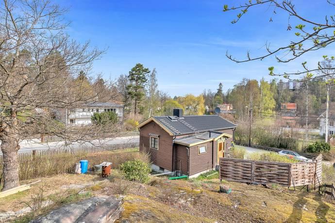 Bild: 2 rum villa på Svanevitsvägen 2, Nacka kommun Skuru/Bastusjön