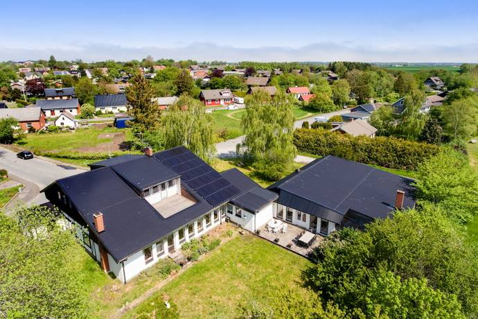 Bild: 10 rum villa på Bröderna Nilssons väg 2, Tomelilla kommun Onslunda