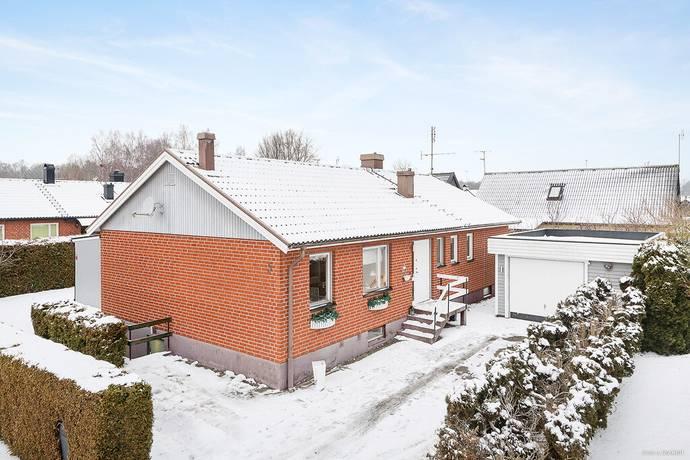 Bild: 4 rum villa på Körsbärsvägen 5, Hässleholms kommun Ekedal