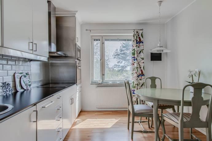 Bild: 2 rum bostadsrätt på Kryssarvägen 14, 3 tr, Täby kommun Näsbypark