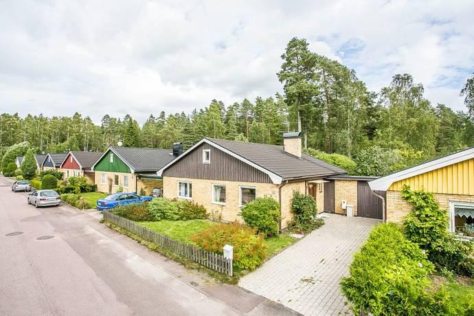 Bild: 4 rum radhus på Blåbärsstigen 10, Karlstads kommun Lorensberg