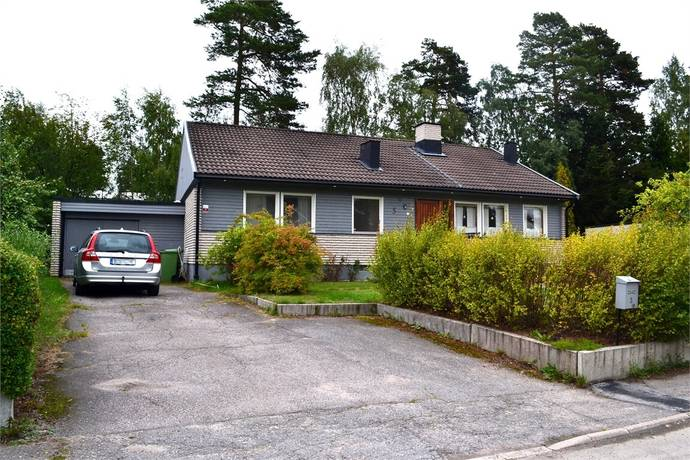 Bild: 8 rum villa på Lovägen 5, Håbo kommun Bålsta - Västerdalen