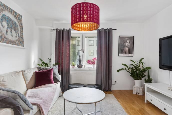 Bild: 1 rum bostadsrätt på Stationsvägen 35, Huddinge kommun Stuvsta centrum