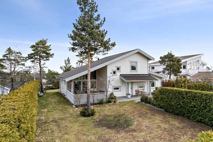 Bild: 6 rum villa på Spiskroksvägen  18, Huddinge kommun