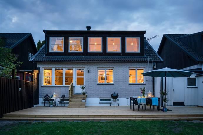 Bild: 8 rum villa på Norra Skogsrundan 48, Österåkers kommun Margretelund