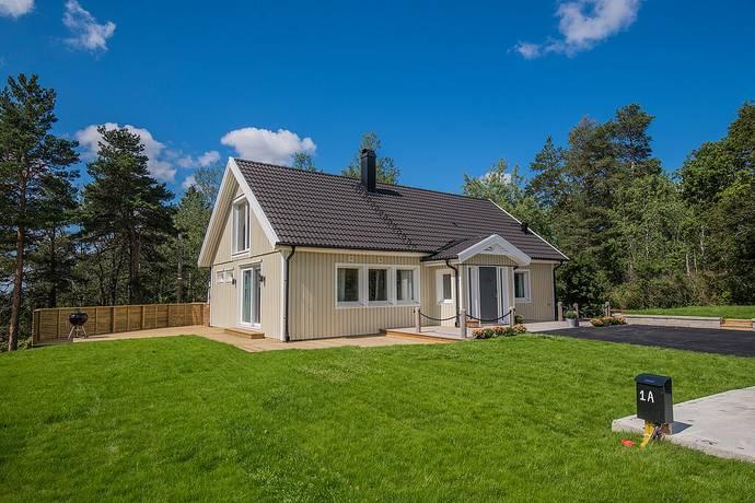Bild: 5 rum villa på Riddarvägen 1a, Botkyrka kommun Tullinge Villastad