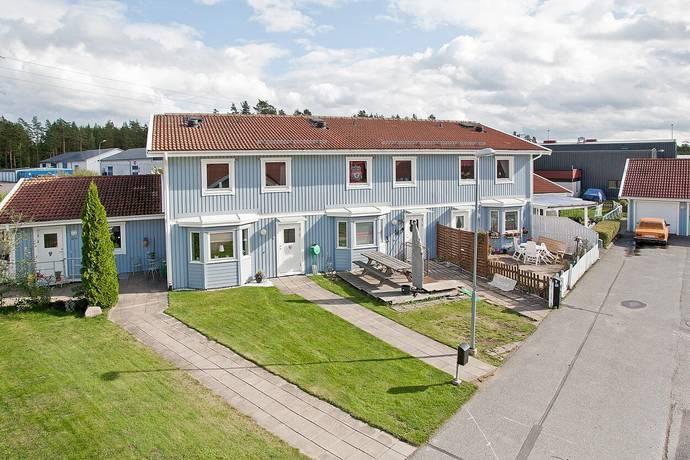 Bild: 5 rum radhus på Hallonvägen 9b, Surahammars kommun Surahammar
