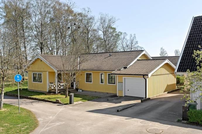 Bild: 8 rum villa på Konduktörsgatan 6, Falköpings kommun Nedre Mösseberg