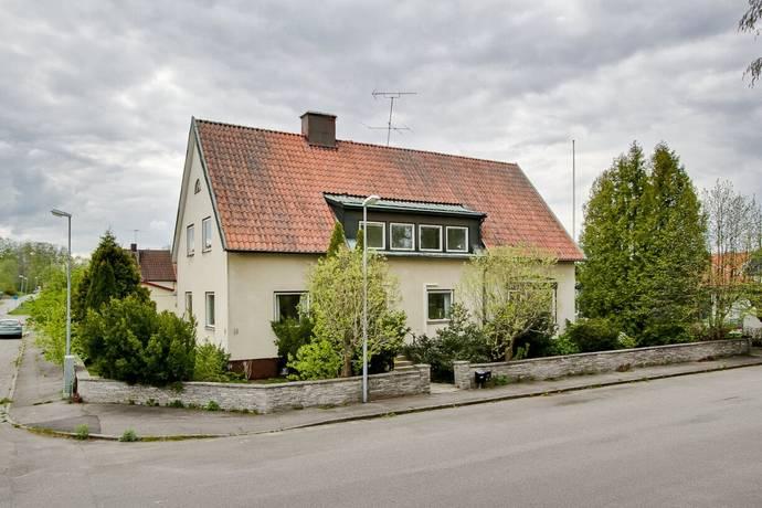 Bild: 9 rum villa på Parkgatan 14, Laxå kommun Laxå