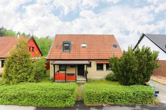 Bild: 7 rum villa på Skridskogatan 37, Köpings kommun Ullvibackar