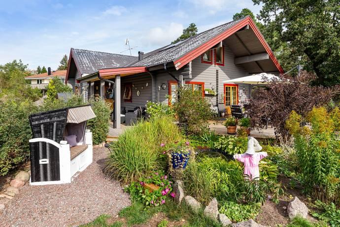 Bild: 3 rum villa på Laddarvägen 12, Österåkers kommun Östra Skärgårdsstad
