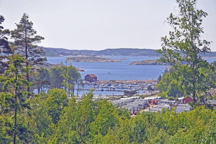 Bild: tomt på Sommarskogsvägen 8, Strömstads kommun Lökholmen