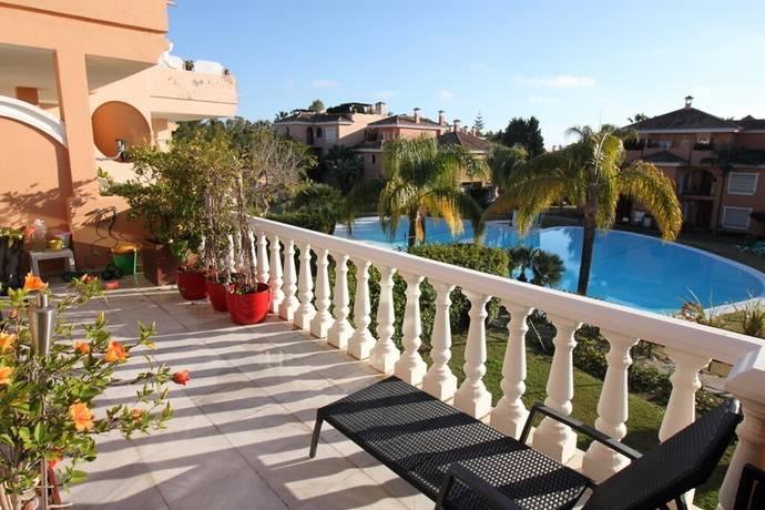 Bild: 3 rum bostadsrätt på Strandnära lägenhet med 2 sovrum och stor takterass, Spanien Estepona - New Golden Mile