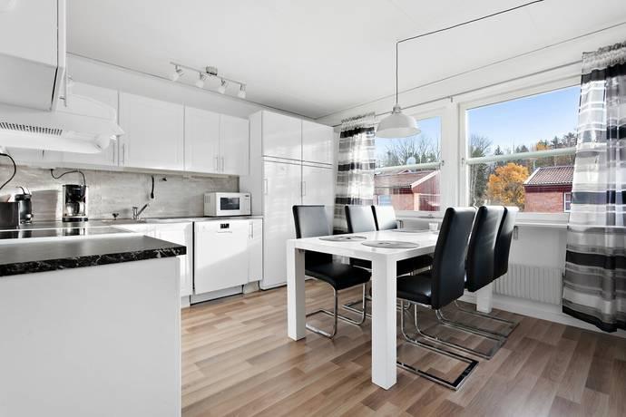 Bild: 3 rum bostadsrätt på Skäcklingevägen 37B, Botkyrka kommun Lövholmen