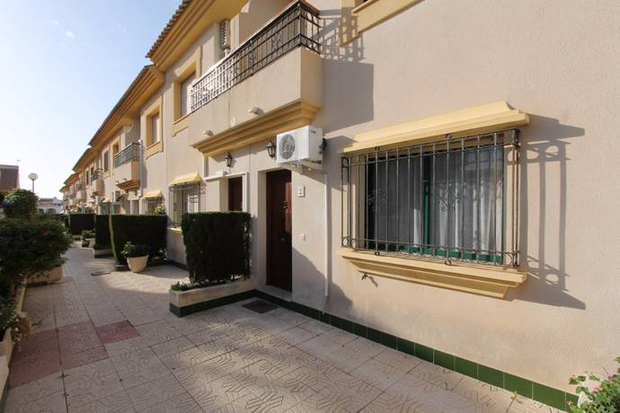 Bild: 4 rum radhus på Radhus i La Zenia, Alicante, Spanien La Zenia