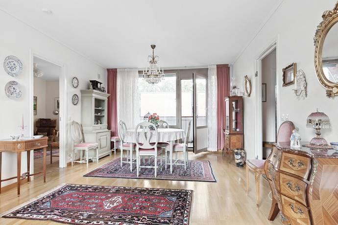 Bild: 4 rum bostadsrätt på Rosengårdsvägen 23, Vallentuna kommun Rosengården