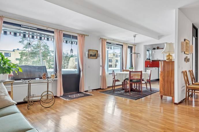 Bild: 3 rum bostadsrätt på Hasselbacken 2B, Upplands Väsby kommun Centralt