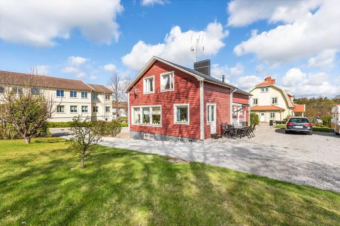 Bild: 8 rum villa på Åsgatan 9, Södertälje kommun Järna, centrum