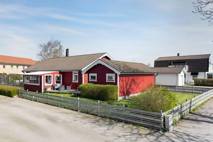 Bild: 5 rum villa på Rödklintsvägen 18, Falkenbergs kommun Skogstorp