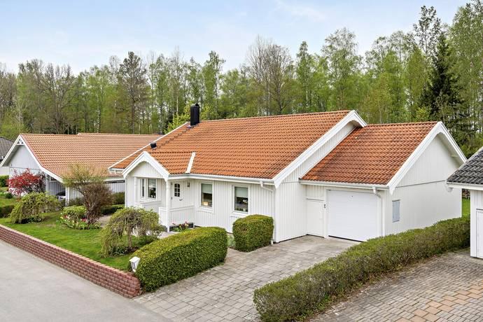 Bild: 5 rum villa på Griffelvägen 6, Växjö kommun Hovshaga