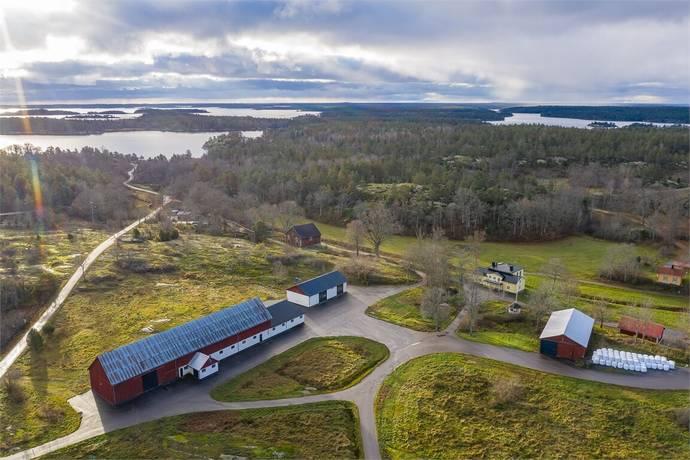 Bild: 410 m² gård/skog på Åldersbäcksvägen 6, Västerviks kommun Hornslandet