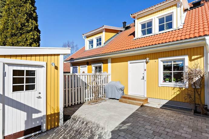 Bild: 6 rum radhus på Roddarvägen 39, Huddinge kommun Snättringe