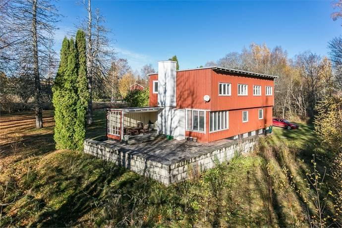Bild: 7 rum villa på Hasselvägen 2, Karlstads kommun